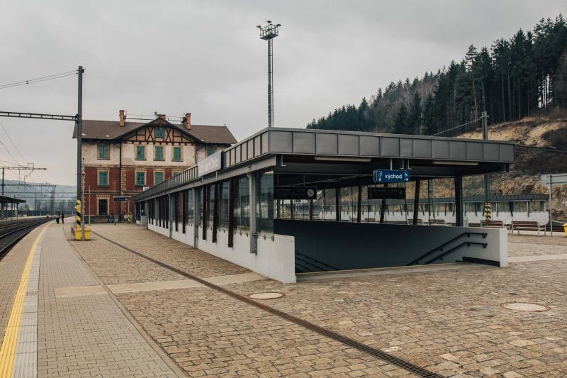 """Podchody ústeckého nádraží začnou měnit štětce z """"umprumky"""""""